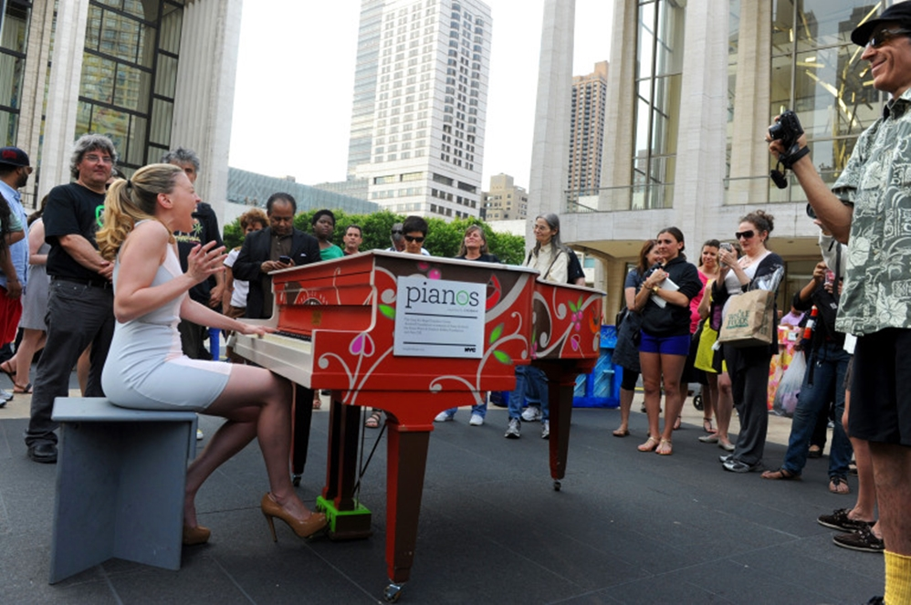 Piano - Plexus - radio 1 - New songs - Plexus Radio -  piano - hiring pianist musicians in NYC -  Musicians - musicians in NYC - New York -  NYC Streetpiano - pianist - pianist musicians in NYC - Times-Square